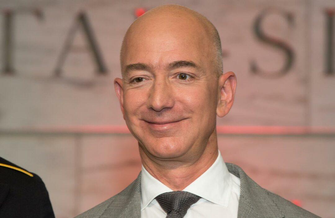 脅迫された米アマゾン・ベゾスCEOの「反撃」が全米の話題に