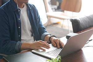 IT化で増えるフリーランスという働き方の不利と有利
