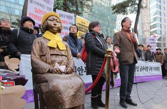 慰安婦少女像の撤去問題に日本は「戦略的静観」を