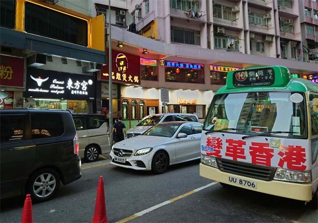親中党が掲げ始めた「変革香港」のスローガン。しかし、「変化」を求めていない市民の受けはあまりよくない。Photo by ふるまいよしこ