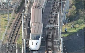 熊本地震で九州新幹線が脱線し一時的に全線で運休。地震の合計被害額175億円を穴埋めできるのか。