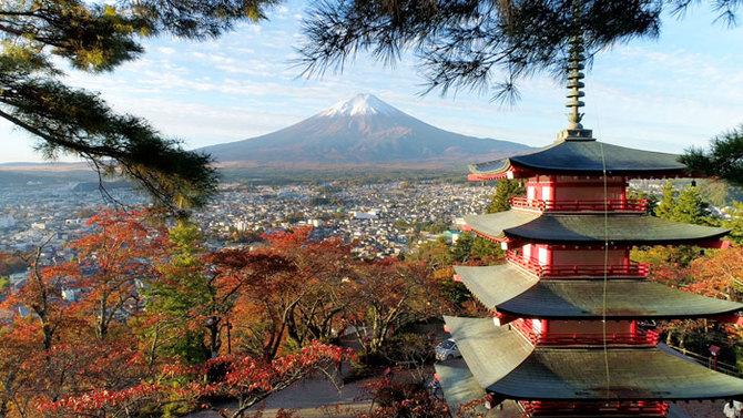 日本の絶景、紅葉と富士と五重塔