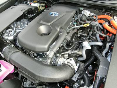 クラウン初採用の2.5リッターハイブリッドエンジン