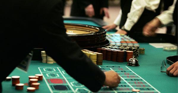 日本にカジノができるとギャンブル依存症の生活保護受給者にはどんな影響が?