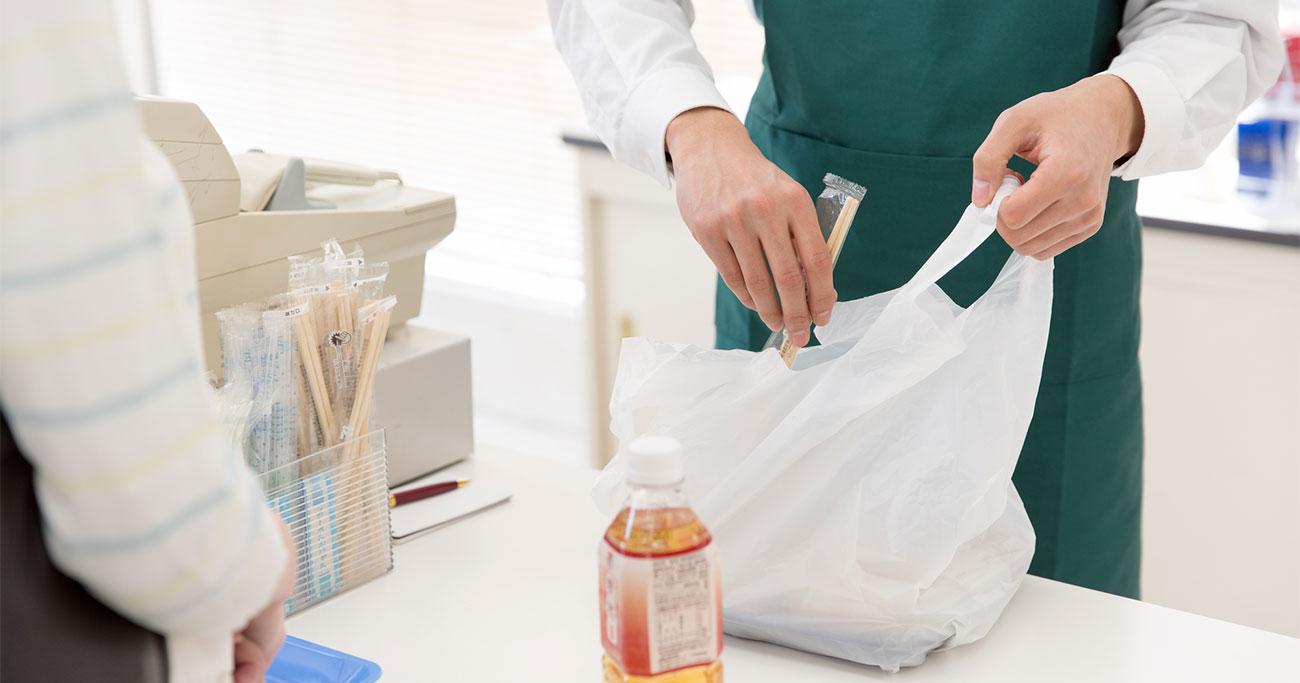 「プラごみ後進国」日本に近づく、レジ袋やペットボトルがなくなる日