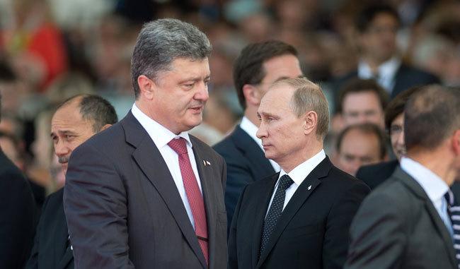 ウクライナのポロシェンコ大統領(左)とロシアのプーチン大統領は、ともに国内の支持基盤に脆弱さを抱える