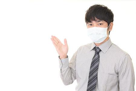 声が聞こえにくいなど、マスク姿での接客には大きな問題点があります。