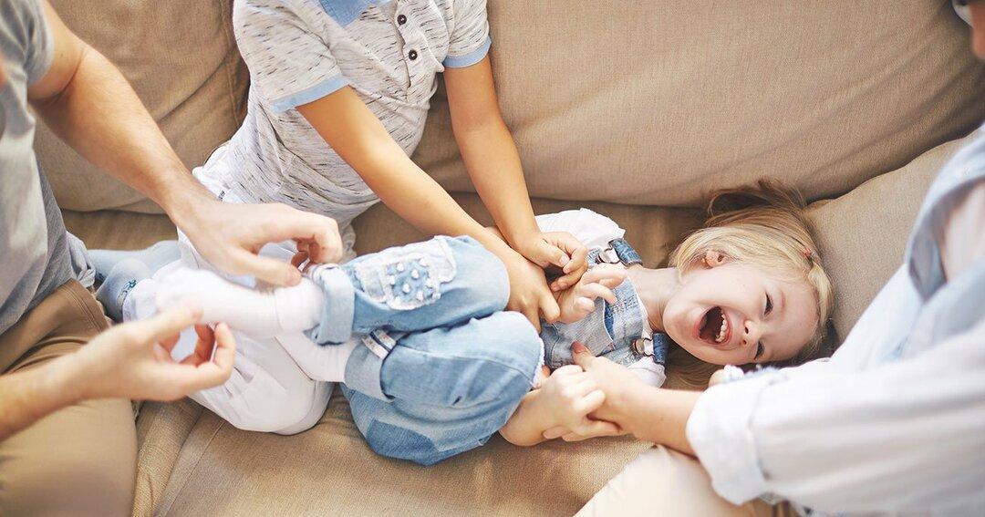 「こちょこちょ」は子どもの脳のシナプスを増やす