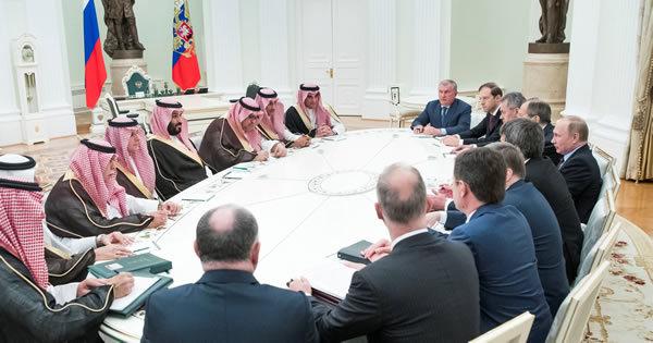 サウジ・ロシアが歴史的急接近、原油市場安定で協調