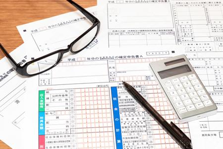 昨年1年間の医療費が<br />家族で10万円を超えたら確定申告を!<br />